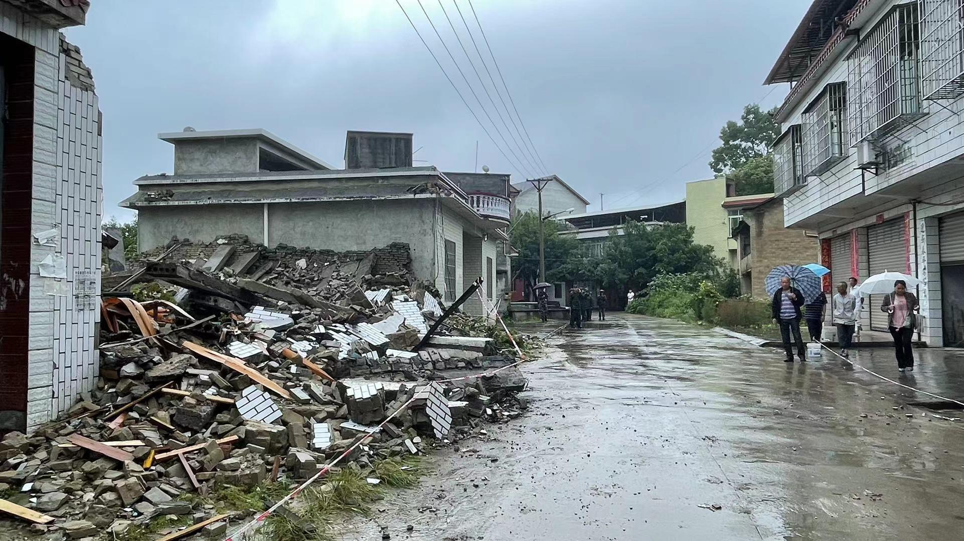 復興村一處房屋倒塌,所幸屋內無人。澎湃新聞記者 何利權 攝