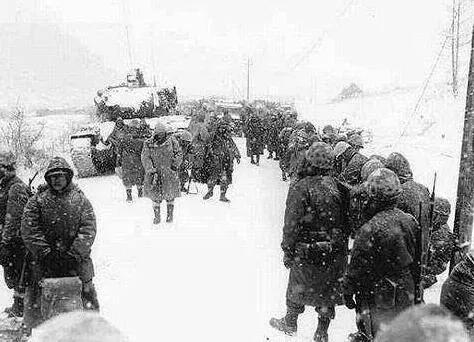 上图_ 朝鲜战争中,英军皇家苏格兰团被围歼