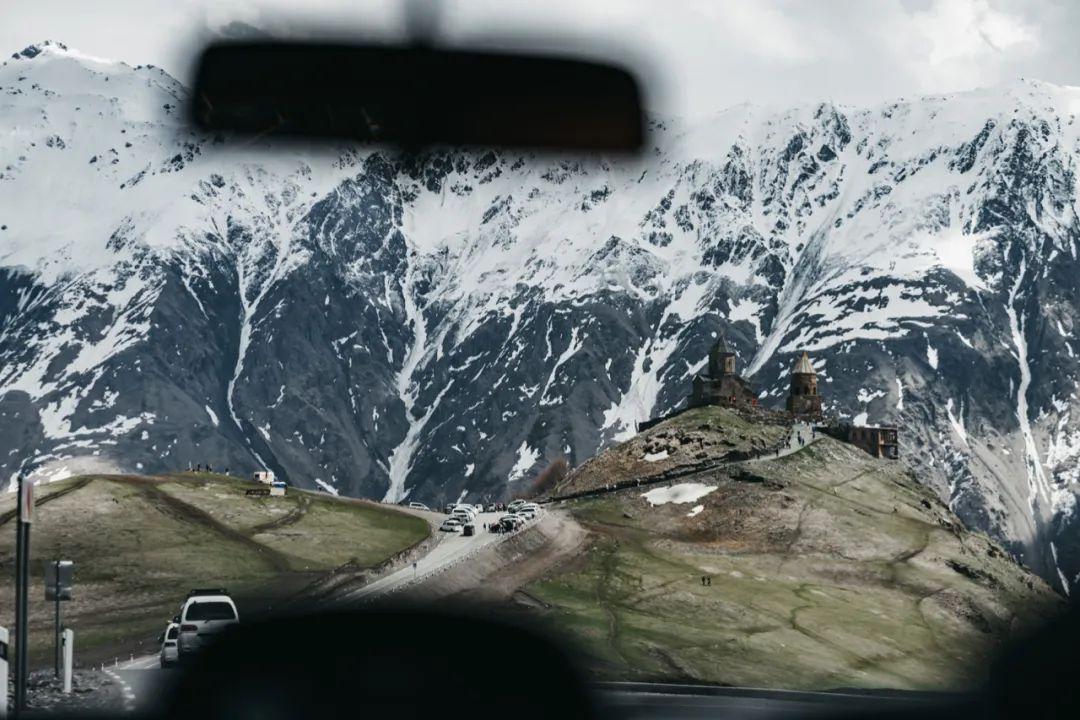 △不是所有山都适合把车开上去,山路也有可能存在潜在危险/unsplash