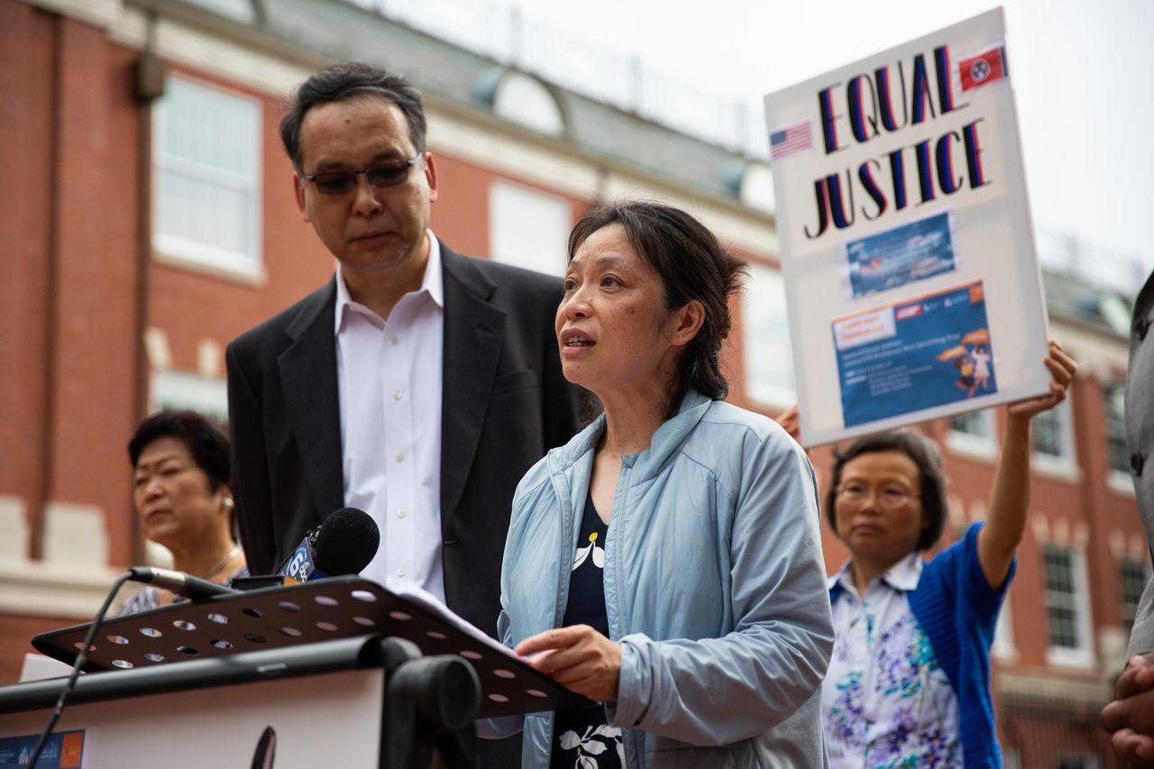 胡安明的妻子Ivy Yang在新闻发布会上谈及她的丈夫。