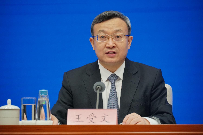 商务部副部长兼国际贸易谈判副代表王受文在吹风会上。
