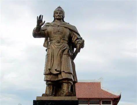 ▲平定省归仁市的阮惠铜像(曾主张将喃字作为国家书写文字)
