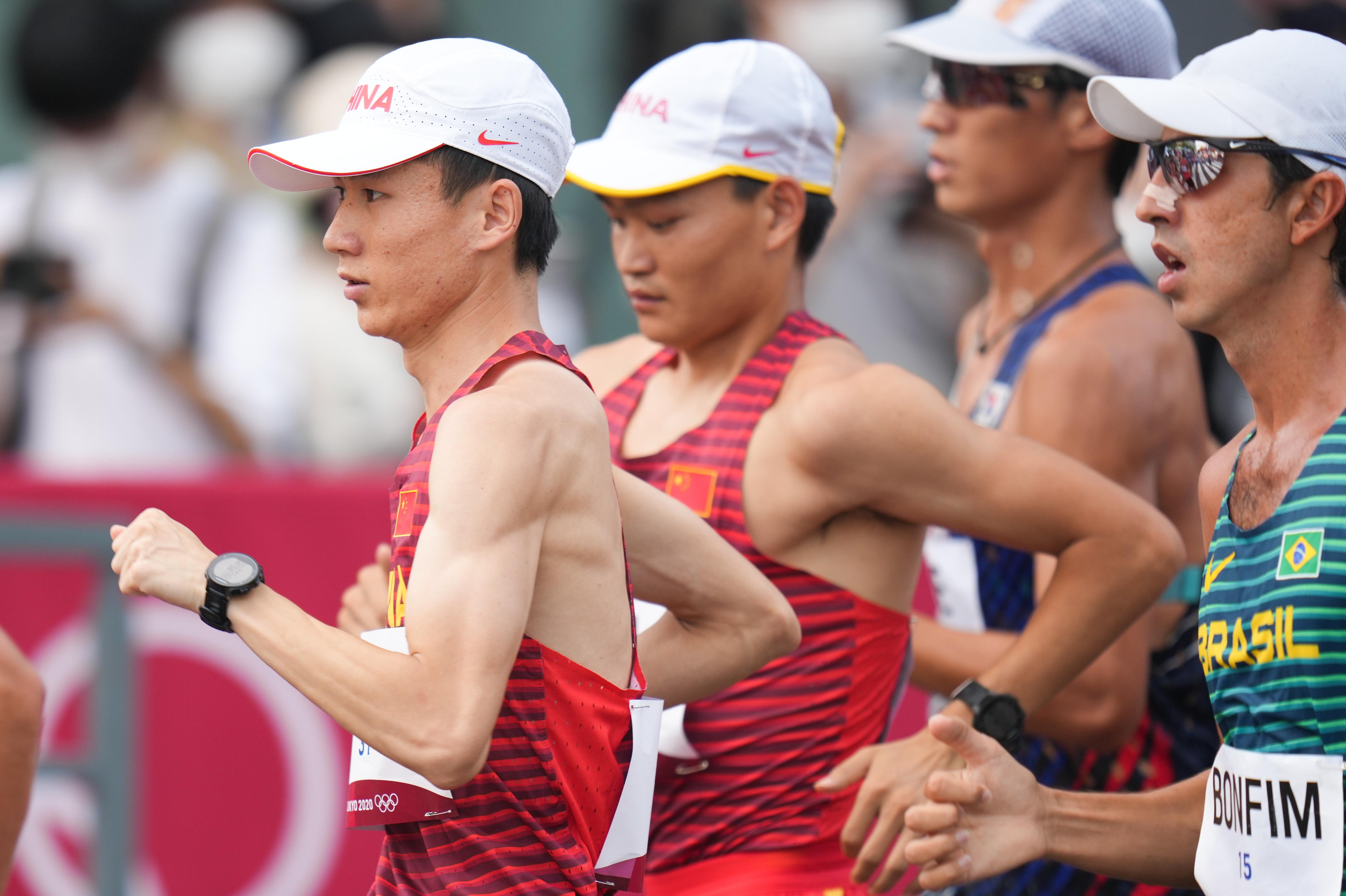 王凯华(左)。