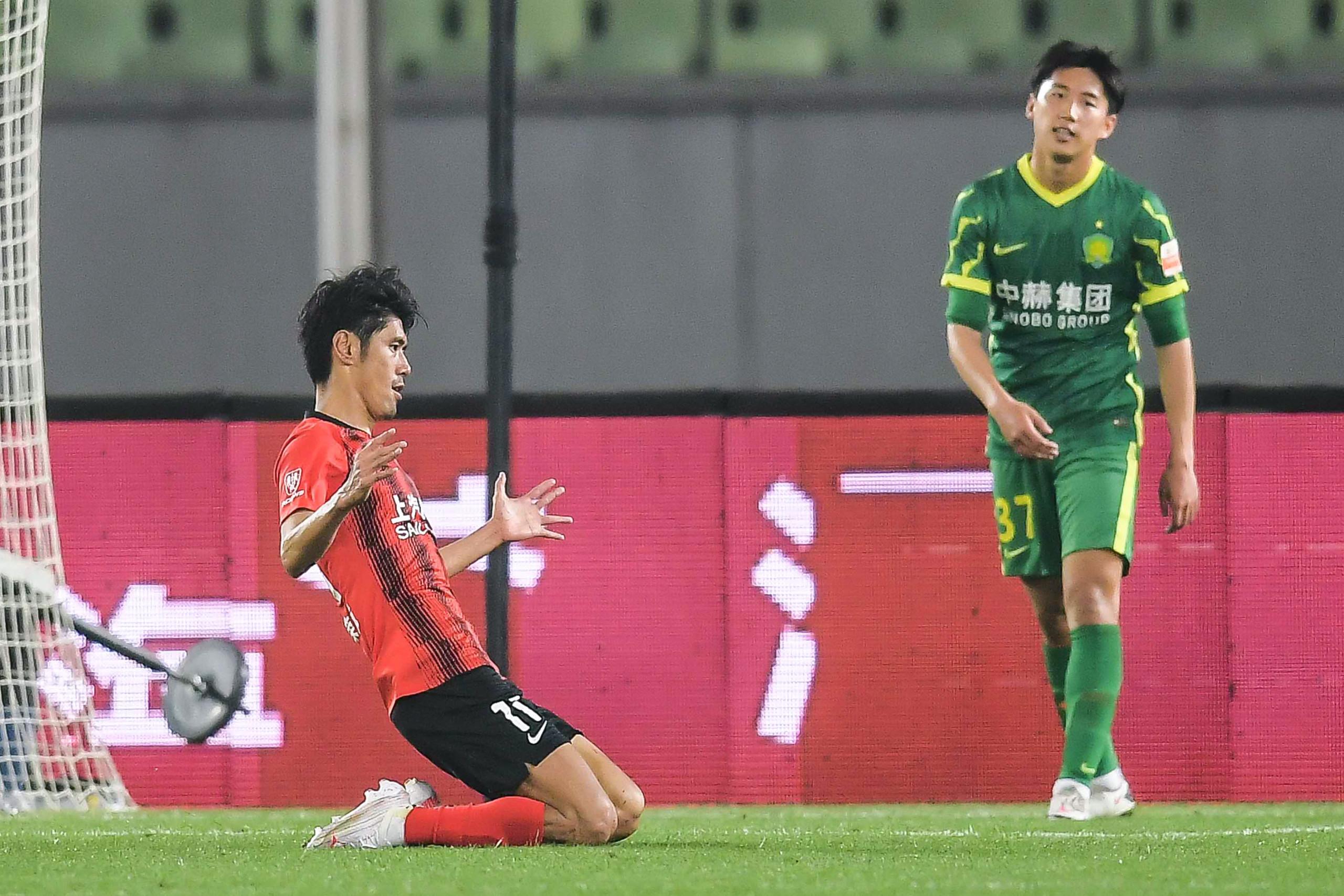 吕文君连续两场比赛头球进球。