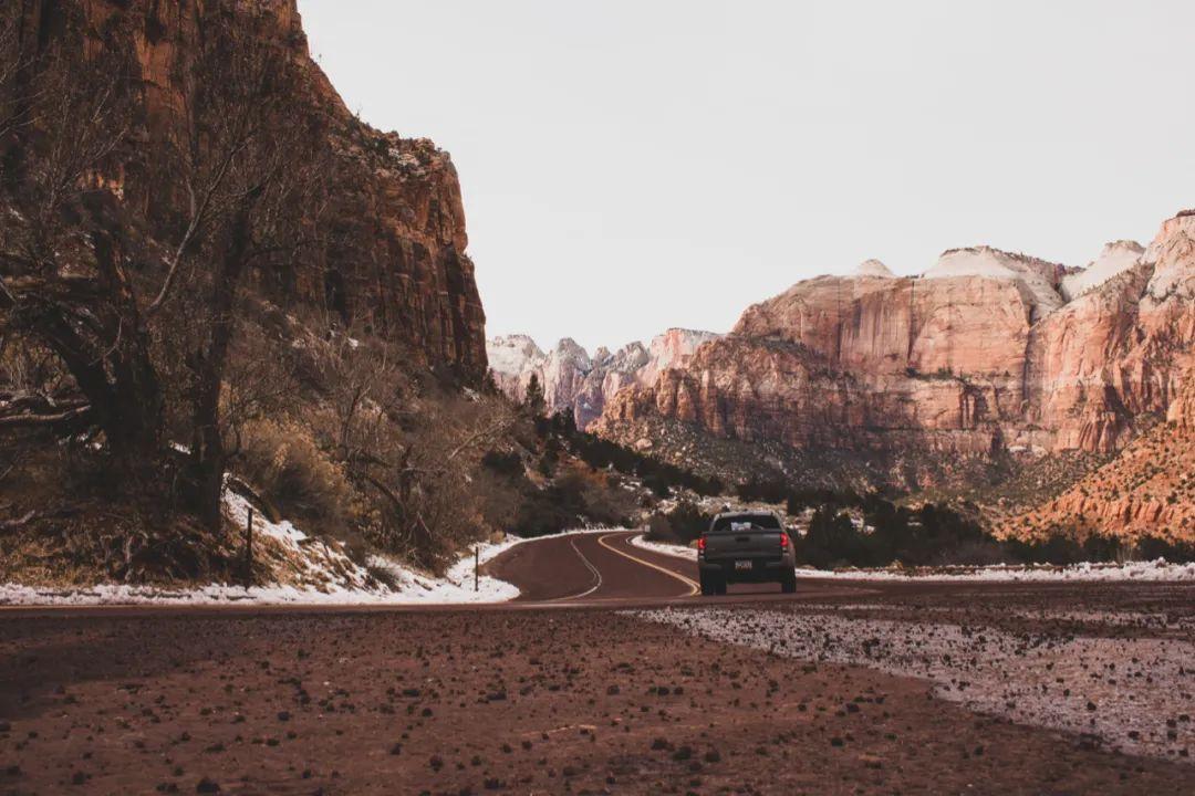 △山道蜿蜒,没有终点/unsplash