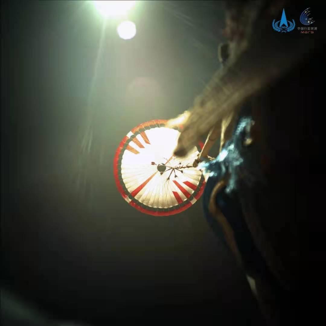 """""""祝融号""""近距离拍到了天问一号降落伞插图(3)"""