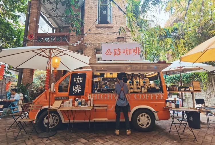 网红社区日益高涨的租金,对于入驻商户而言,也是一个难题。图为广州东山口一家网红咖啡。/ 图虫创意