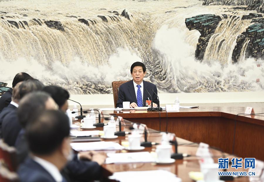 3月9日,十三届全国人大四次会议主席团常务主席第一次会议在北京人民大会堂举行。大会主席团常务主席、全国人大常委会委员长栗战书主持会议。新华社记者 谢环驰 摄