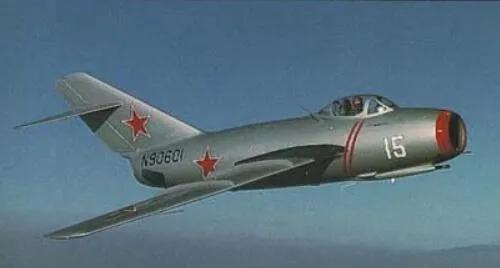 上图_ 米格-15战斗机