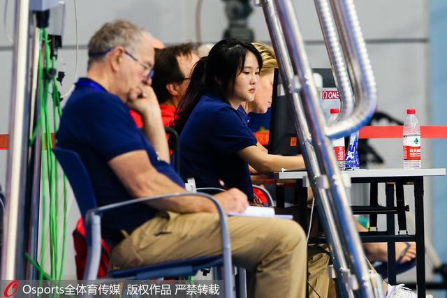裁判席上的陈若琳。