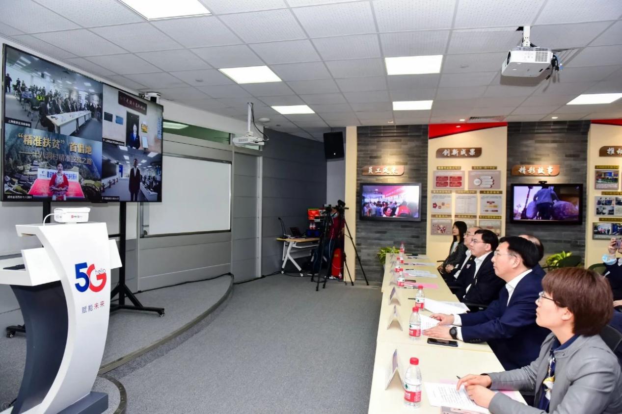 上海电信信息生活体验馆内,四地实时视频连线采访现场
