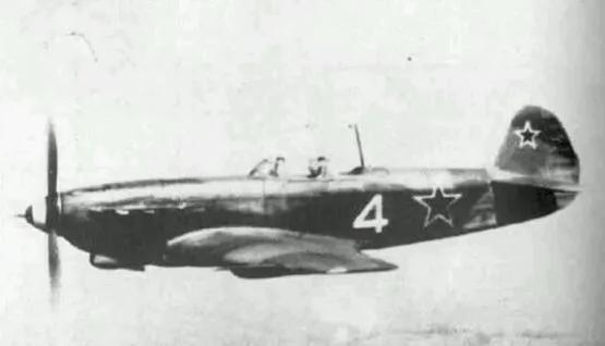 上图_ 雅克9战斗机