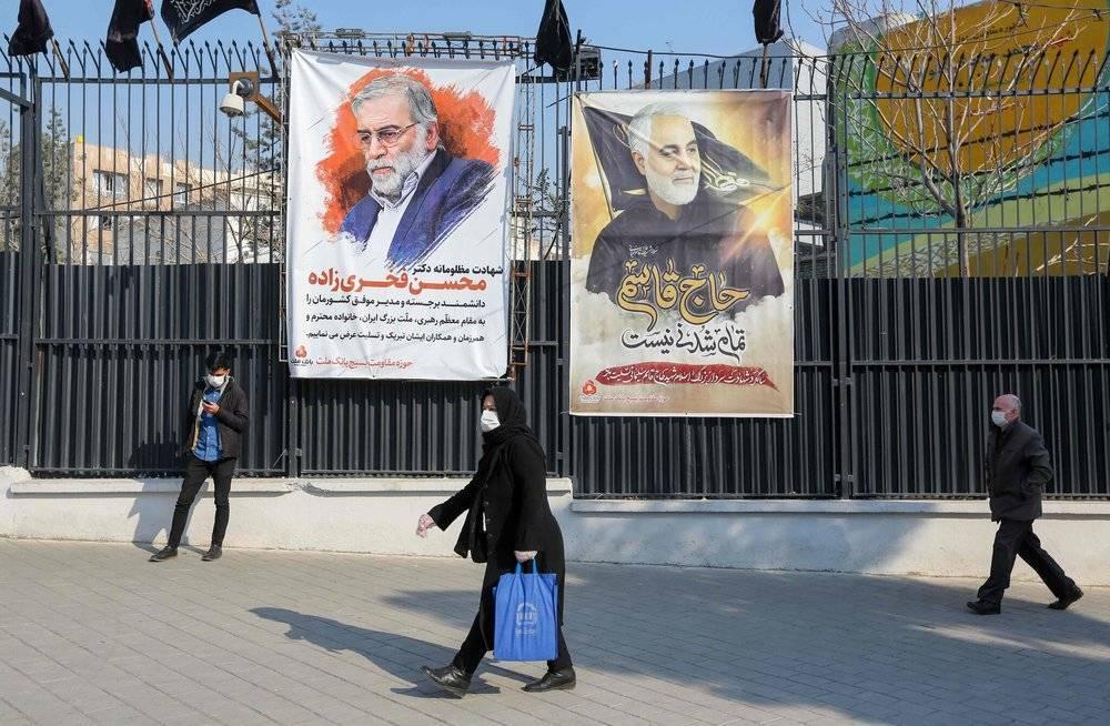 德黑兰挂起的海报用来代表国家的民族烈士,左为Mohsen Fakhrizadeh。图片来自路透社