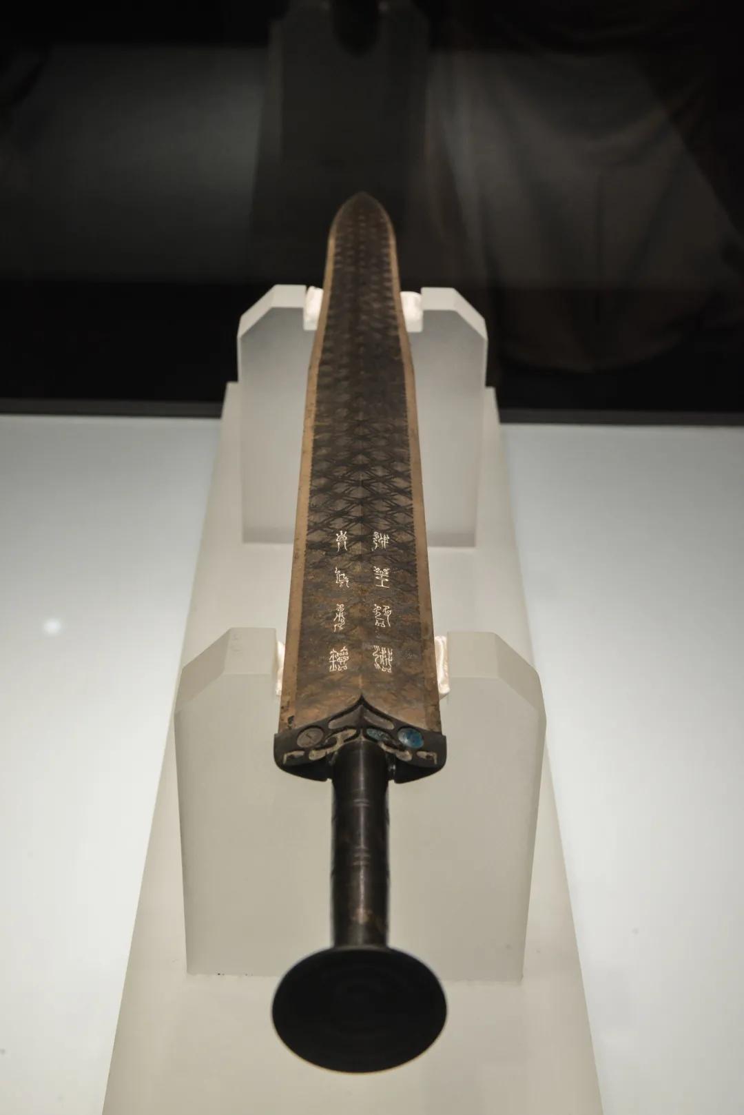 越王勾践剑 / 湖北省博物馆藏 图源   摄图网