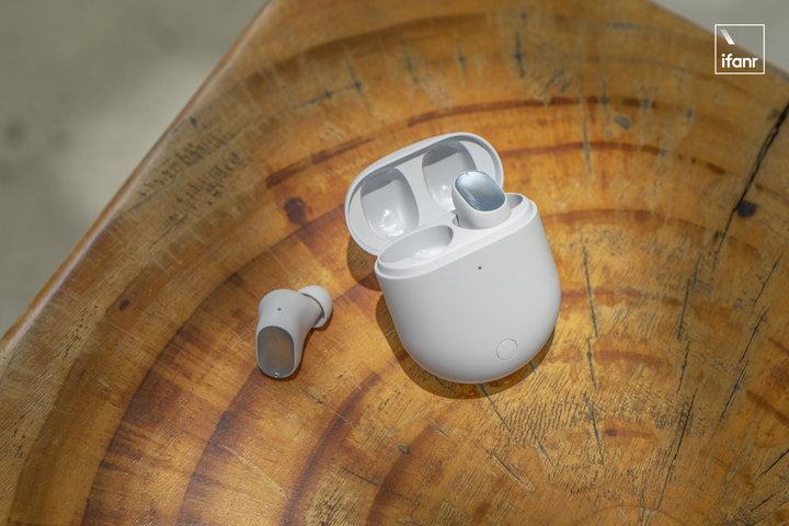 TWS 耳机的充电盒