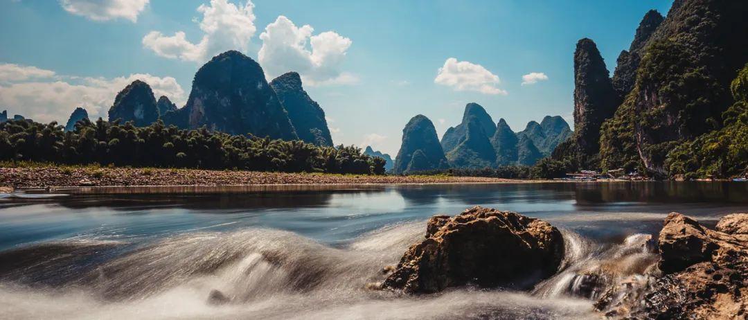 ▲ 螺蛳山,九马画山。图/视觉中国。20元背面元宝山, 摄影/哑了的诗人