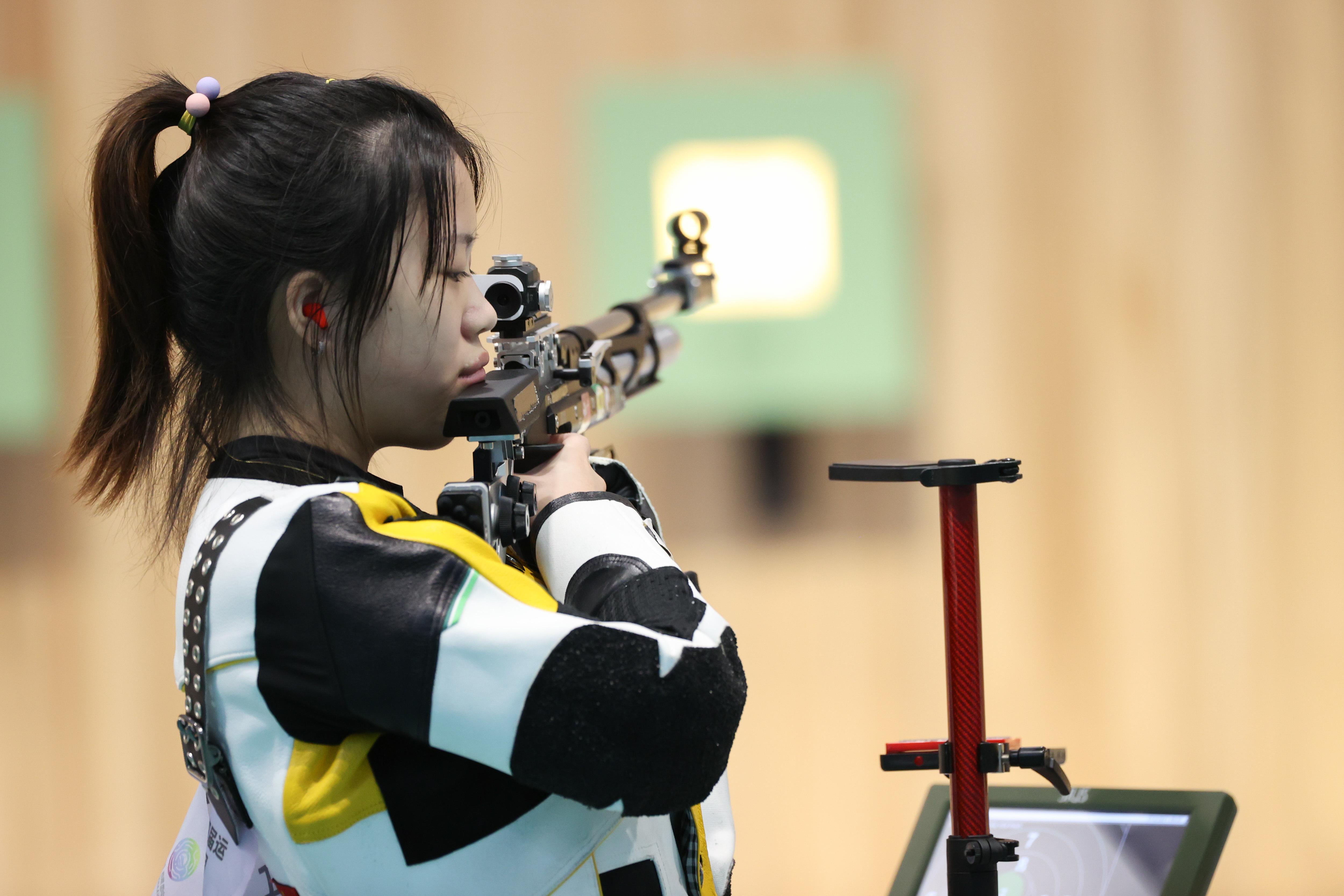 """全运会""""太卷""""了!17岁小将10米气步枪夺金 奥运冠军杨倩摘铜"""
