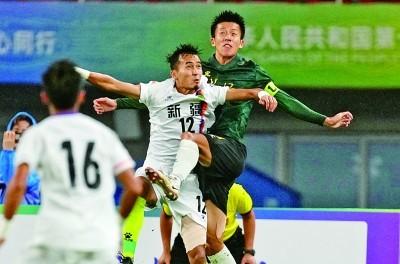 男足U20组别:青春在雨中挥洒