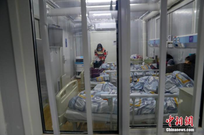 资料图:火神山医院感染二科一病区隔离病房。中新社记者 张畅 摄