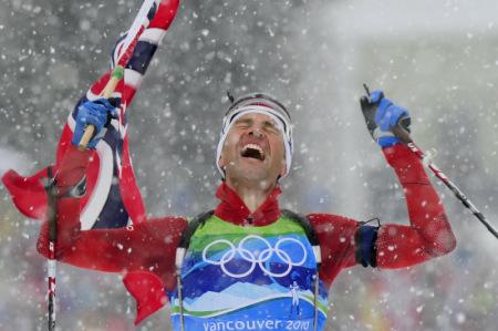 """曾经获得过13枚冬奥奖牌的挪威""""冬季两项之王""""比约·达伦,正在担任着中国冬季两项的主教练。"""