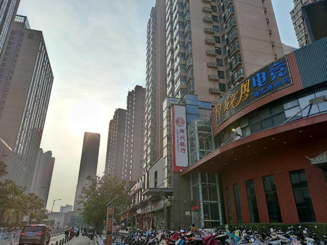 在热点二线城市中,郑州是二手房贷款收紧比较典型的城市。新京报记者 徐倩 摄