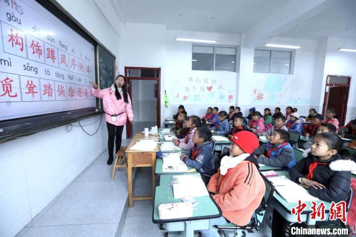 文星小学的学生们正在上课。 王磊 摄