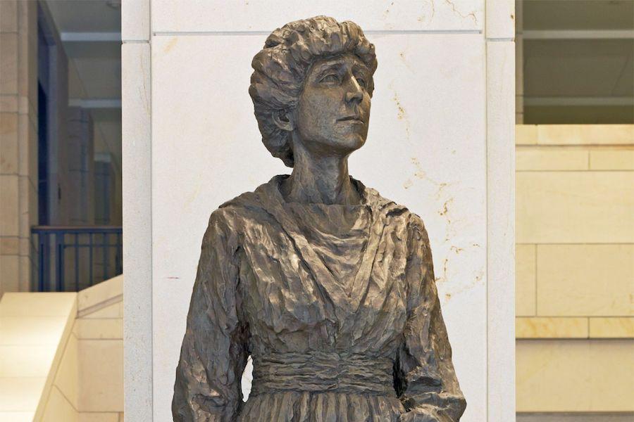 美国众议院第一位女议员珍妮特·兰金,由蒙大拿州捐赠。