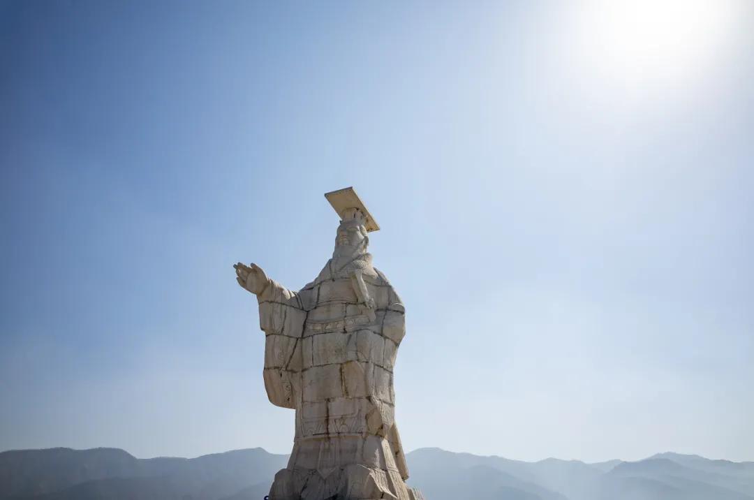 秦始皇嬴政雕像 图源   图虫创意