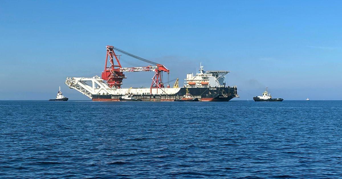"""俄罗斯施工船只在德国水域内开展""""北溪2号""""管道建设,图自社交媒体"""