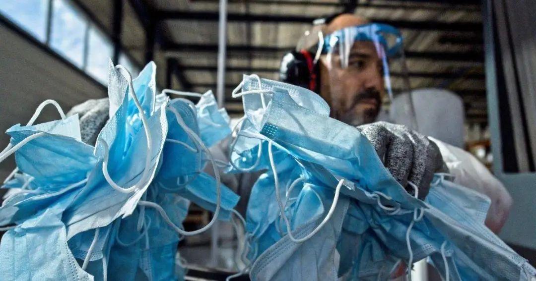 全球每天丢掉的 40 亿只旧口罩,除了变成垃圾还能做什么?