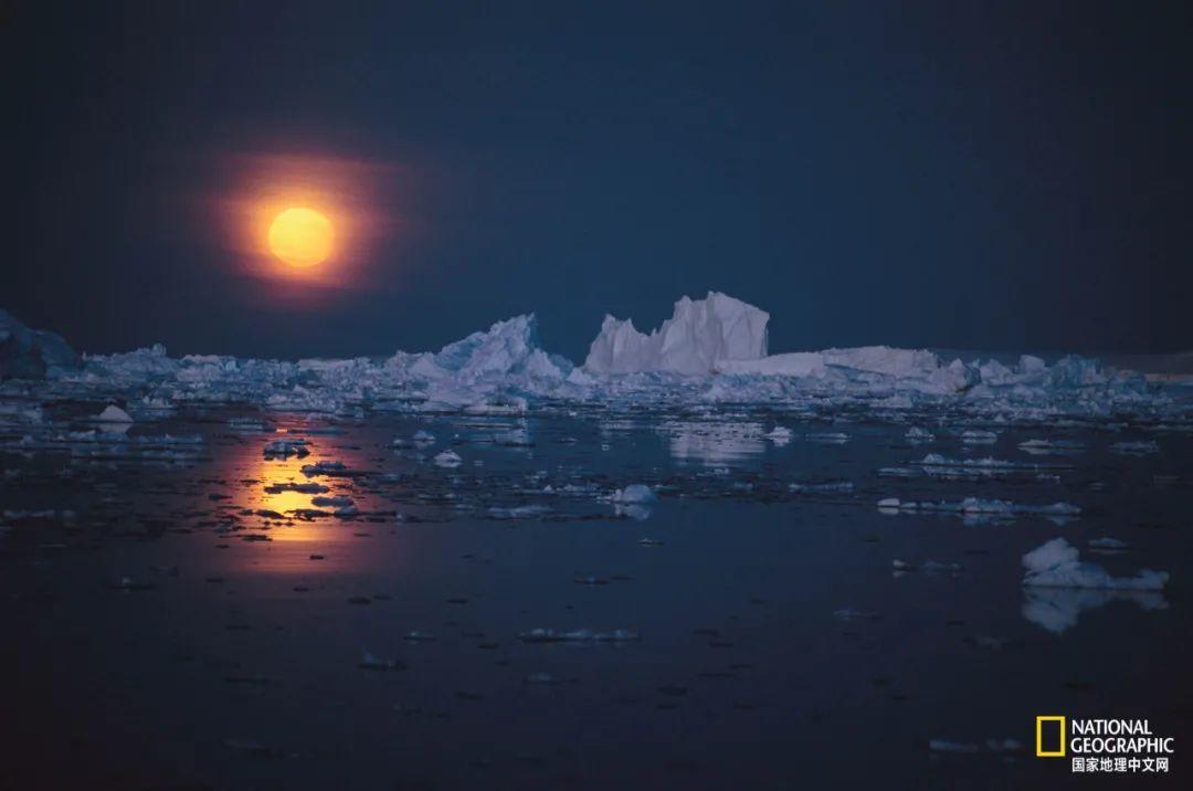 南极月亮 摄影:MARIA STENZEL
