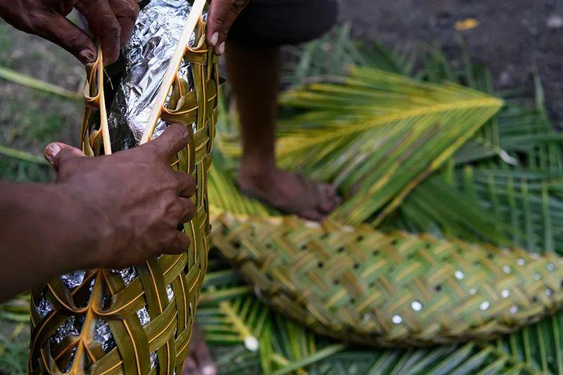 △用香蕉叶包裹好的食物/ mantarayisland resort
