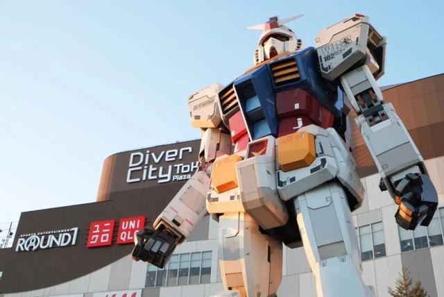 台场地标之一,Diver City门口的1:1高达