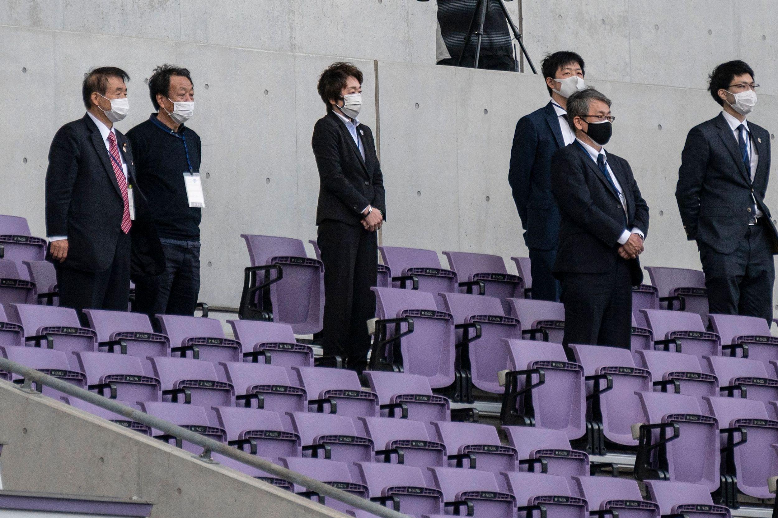 东京奥组委主席桥本圣子观赛七人制橄榄球测试赛。