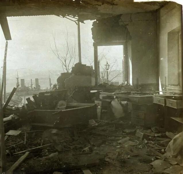 上图_ 被日军炮弹炸毁的旅顺建筑