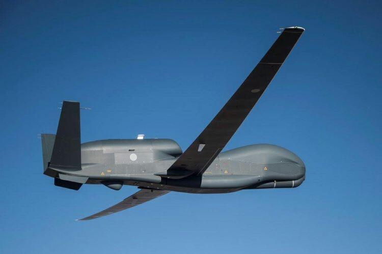 """日本首架RQ-4B""""全球鹰""""无人机飞行画面"""