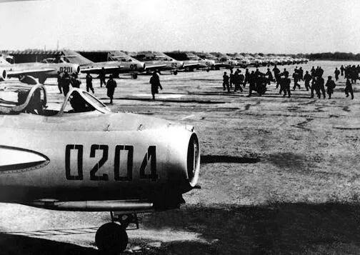 上图_ 抗美援朝战争的志愿军空军
