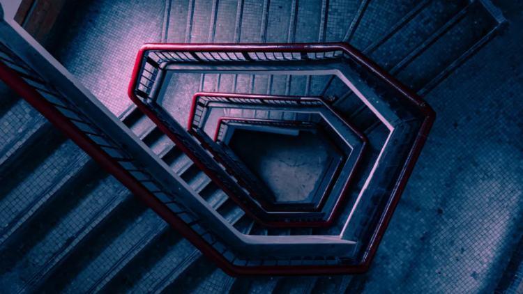 良友公寓独特的楼梯构造。/ 图虫创意