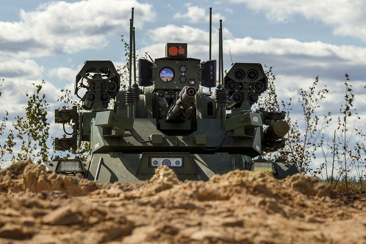 """俄罗斯国防部公布的""""天王星-9""""战斗机器人演习照"""