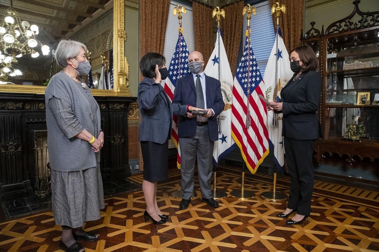 当地时间2021年3月18日,美国华盛顿特区,美国贸易代表戴琪出席宣誓就职典礼,副总统哈里斯出席。