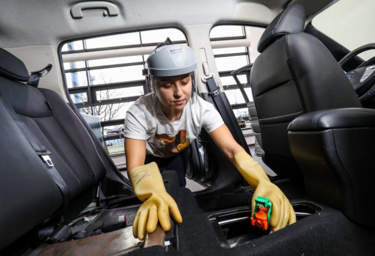 难拆解、难回收,每年数以百万计的废弃电池,在电动汽车时代将成新问题