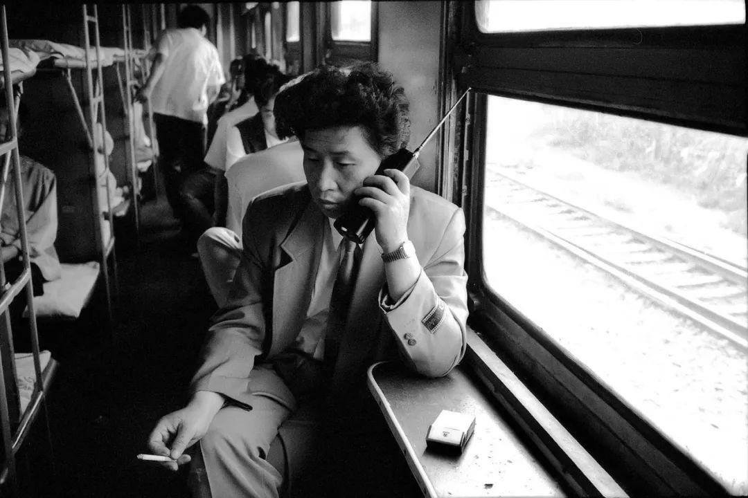 40年前的春运火车 有人围桌打麻将,有人当场生孩子 最新热点 第37张