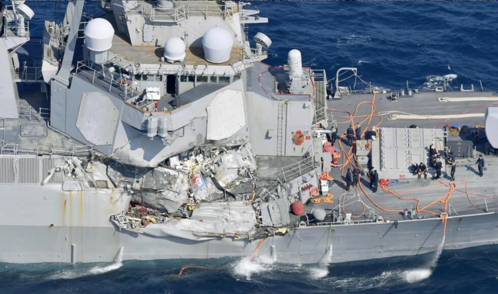 """2017年美国海军""""菲兹杰拉德""""号驱逐舰在撞船事故中严重受损"""