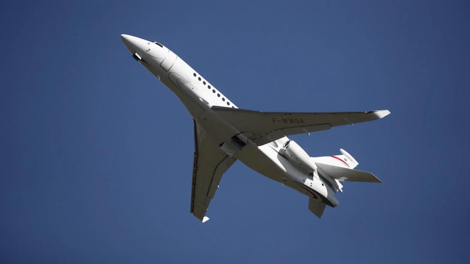 """印度确诊暴涨,媒体爆:富豪乘私人飞机""""逃往""""英国"""