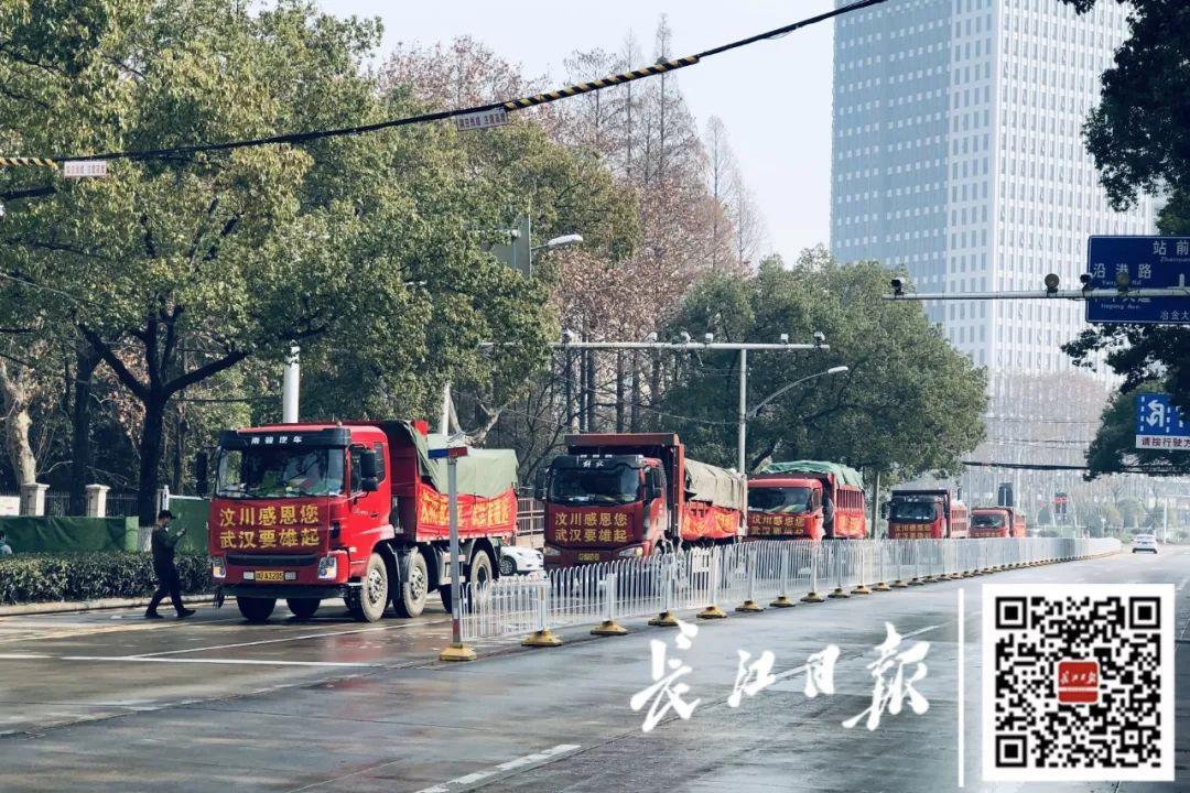 为感谢12年前武汉人的帮助 12位汶川村民送来6卡车蔬菜