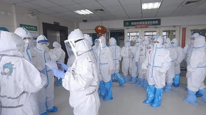 温柔的力量·妇女节策划  武汉护士:我想在防护服背后写上我要回家
