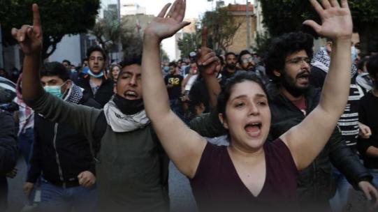 黎巴嫩民众不顾禁令上街抗议:要么饿死,要么病死