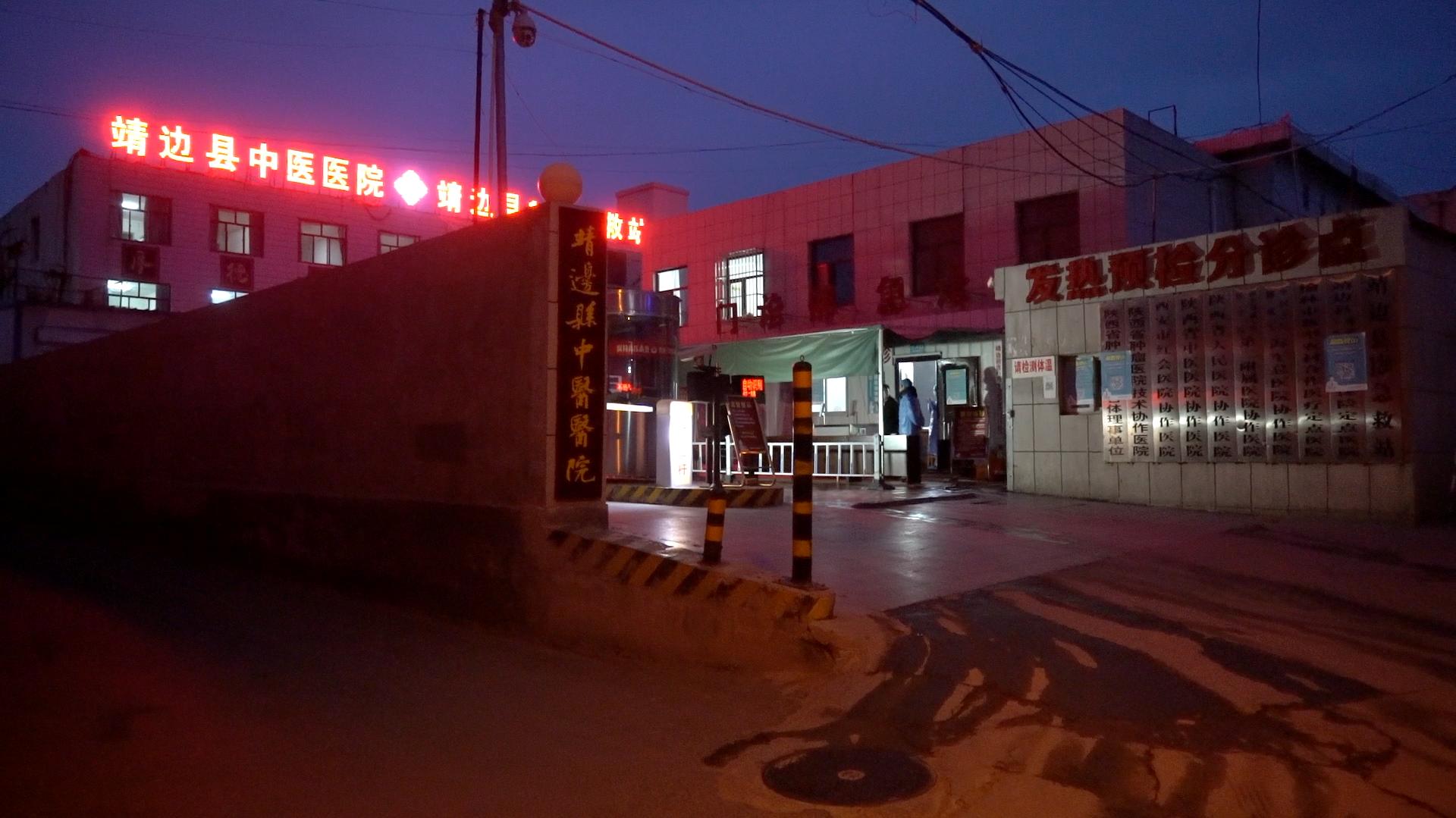 """探访陕西被""""活埋""""母亲住所 邻居称其儿子总是低头走路"""