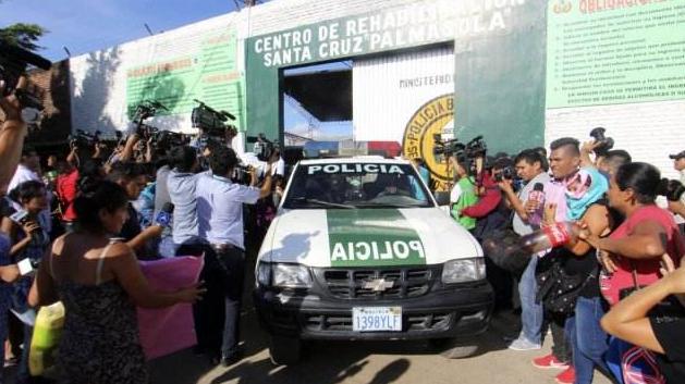 """玻利维亚5000人监狱发生暴乱,犯人高喊:""""我们想要活下去"""""""