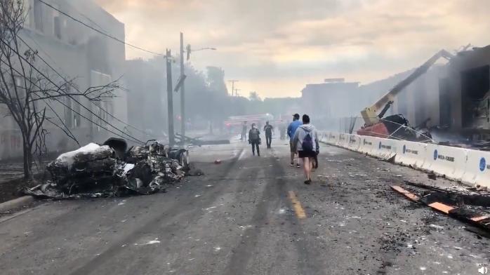 经过一夜暴力抗议后 这是美国明尼阿波利斯市的惨烈景象